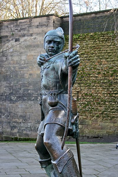 400px robin hood statue  nottingham castle